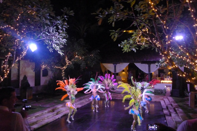 Yep you saw that right. Brazilian dancers in a British wedding in Bali! (They all start with 'B' don't they? Maybe that's why.)